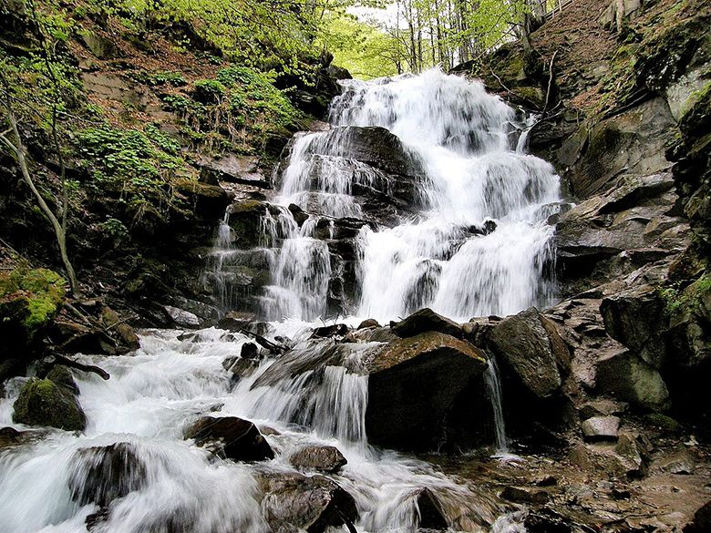 10 водопадов Украины Где искупаться в бегущей воде Статья Мандрии - Шкільний Всесвіт